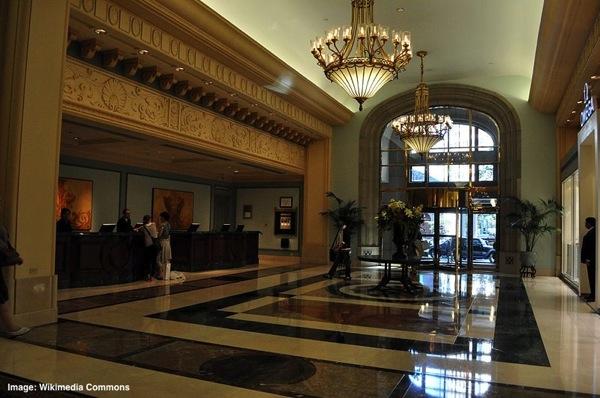 800px-Hotel_Vancouver_lobby_032.jpg